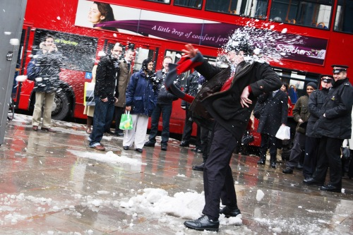 The People v the Banksters snowball fight, Labofii, 2009. Photo : Kristian Buss.